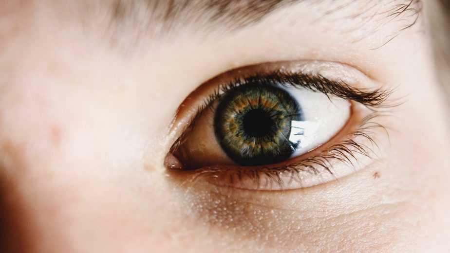 gros plan d'une personne's œil