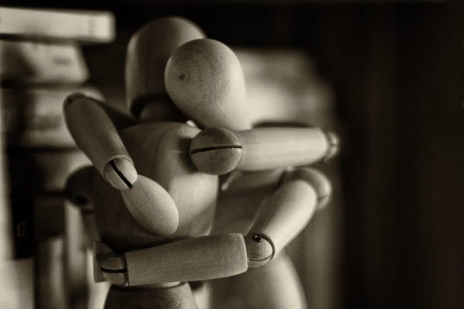 Figuras se abraçando, suporte ptsd