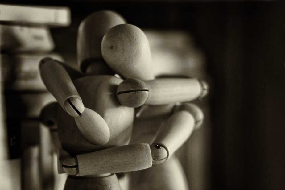 Figures hugging, ptsd support