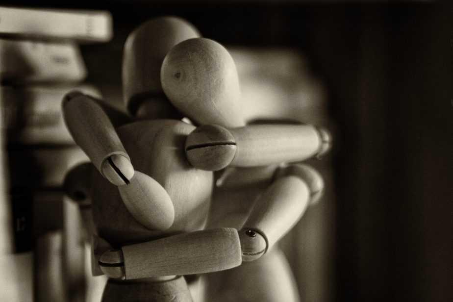 Figures hugging, ptsd support