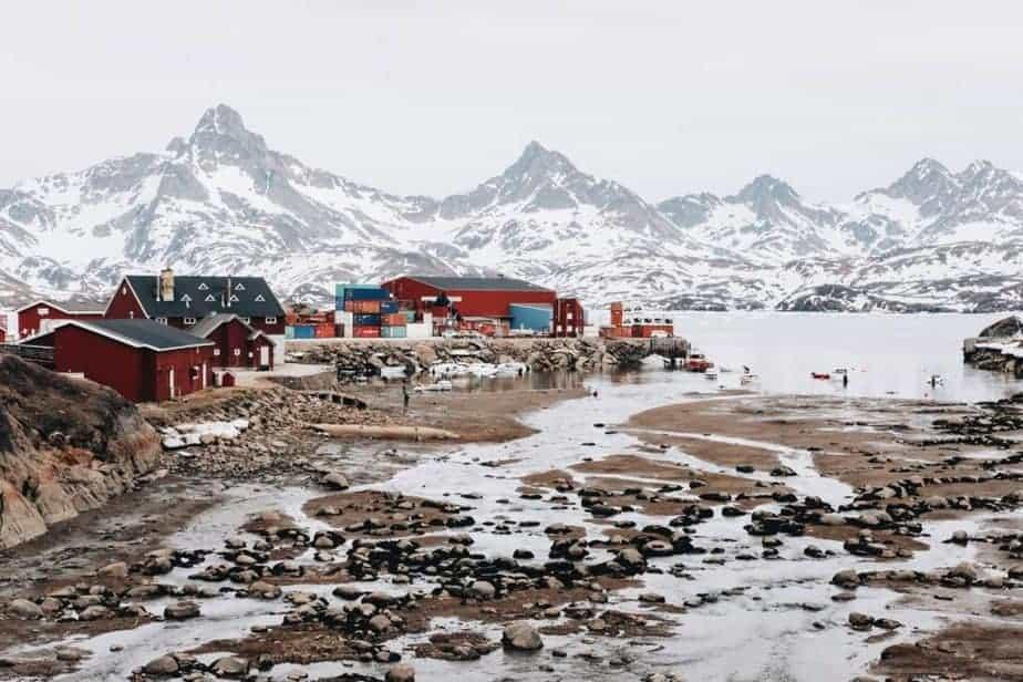 Fotografía del puerto de Tasiilaq en Groenlandia Oriental