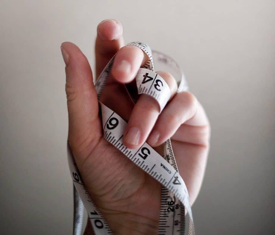 巻尺の内臓脂肪症の手