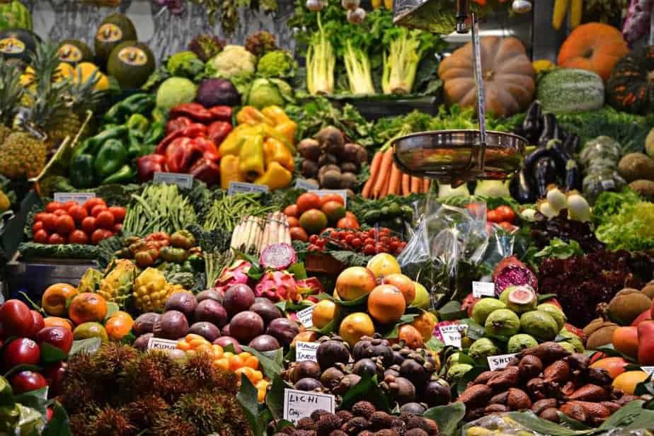 Frutas surtidas en el mercado