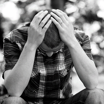 Eine Person, die Anzeichen einer Depression zeigt